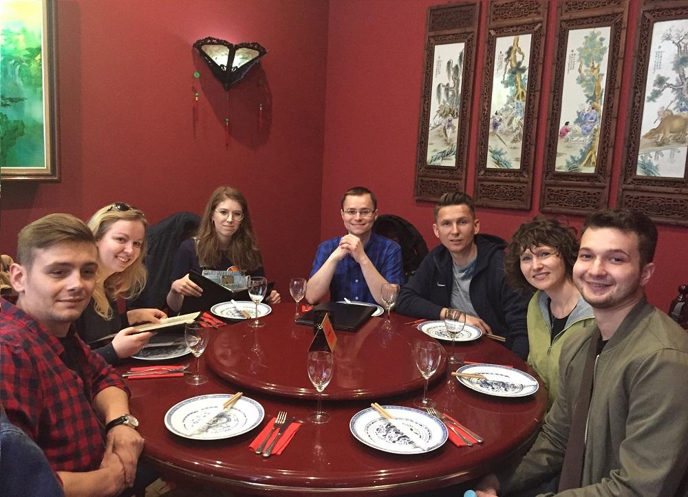 pandy podczas kolacji